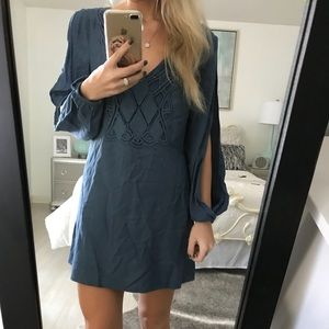 Dresses & Skirts - cut out sleeves dress